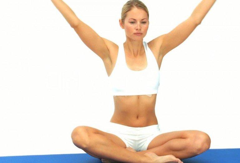 В наше время очень многие сталкиваются с проблемой лишнего веса. Это связано с неправильным питанием, малоподвижным образом жизни и неблагоприятной экологической обстановкой. К каким только способам не прибегает современная женщина для того, чтобы сбросить лишний вес. Иногда попросту голодает, что, несомненно, очень вредно для здоровья. В наше время разработана специальная дыхательная гимнастика бодифлекс для похудения. Желающим очень быстро похудеть, не прилагая при этом никаких усилий, скажу: Без труда не поймать и рыбки из пруда. Бодифлекс это дыхательная гимнастика, которая заставляет усиленно работать дыхательную мембрану. В результате этого Ваш организм обогащается кислородом, активизируется процесс восстановления в мышечных тканях. В дополнение к глубоким вдохам и кратковременной задержке дыхания данная методика предлагает выполнить ряд совсем не сложных упражнений на растяжку. Именно эти упражнения играют важную роль в подтягивании дряблой, обвисшей кожи. Они делают Ваши мышцы подвижными и эластичными. В результате происходит коррекция фигуры. Вы становитесь более стройными и подтянутыми, не смотря на то, что процесс похудения только начался, а вес пока снизился совсем незначительно. Желаемый эффект бодифлекс принесет только в том случае, если Вы будете регулярно выполнять все нужные упражнения. Из методики нельзя, по своему усмотрению, исключить физические упражнения на растяжку или заниматься дыхательной гимнастикой через день. Переусердствовать, правда, тоже не стоит. Если Вы будете до изнеможения заниматься физическими упражнениями или по несколько часов подряд делать дыхательную гимнастику, то, кроме вреда для своего организма, не получите ничего. Все хорошо в меру. Наиболее оптимально заниматься дыхательной гимнастикой 20 30 минут в день, не более, но ежедневно и делать весь комплекс упражнений полностью. Сначала надо добиться того, чтобы Ваш организм начал работать правильно, улучшился обмен веществ. Вы почувствуете прилив сил и здоровой энергии, стан