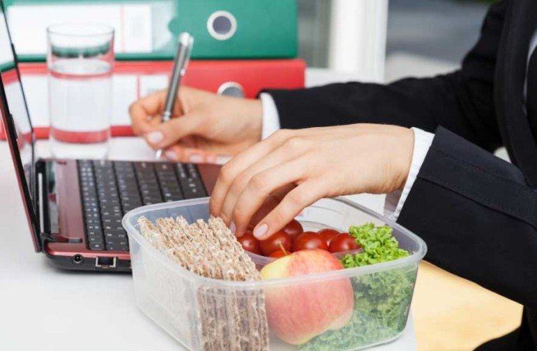 5 уловок, чтобы худеть, не отходя от рабочего места