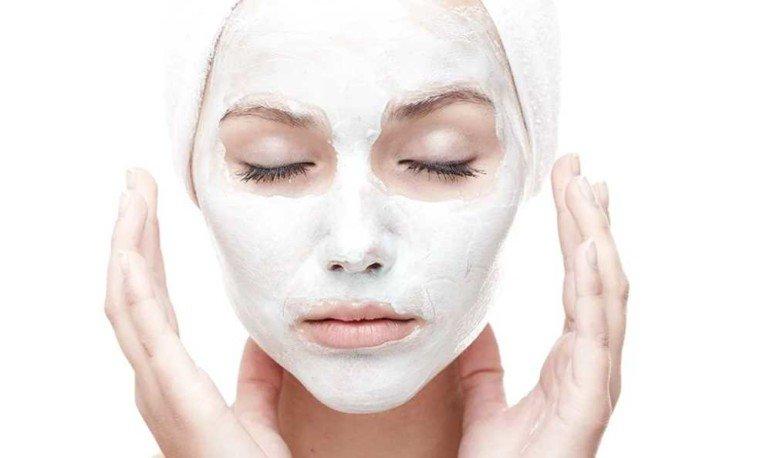Как с помощью масок из крахмала избавиться от жирного блеска кожи