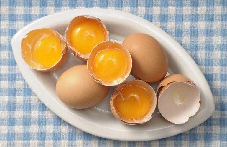 Как мыть волосы обычным куриным яйцом для их укрепления и красоты