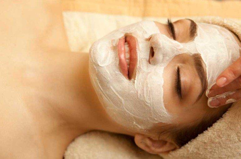 Как приготовить маску для бережного очищения из белой глины