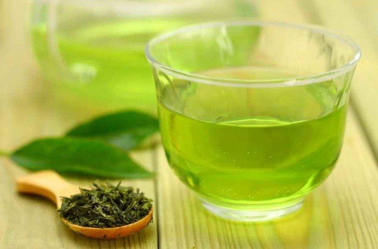 Как избавиться от прыщей с помощью зеленого чая и масла чайного дерева