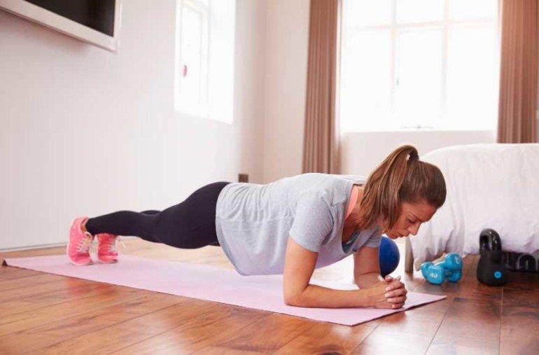 Готовый комплекс упражнений, который подойдет для дома и зала