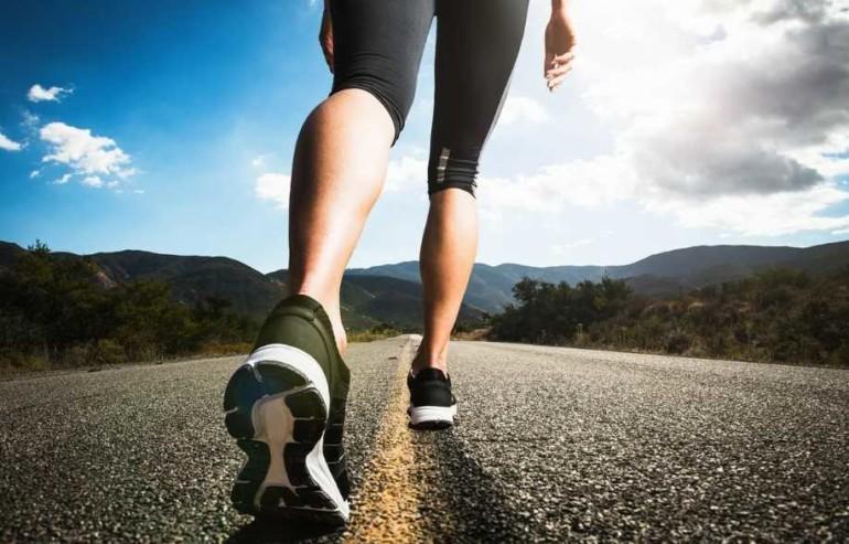 Недолго, но эффективно: как правильно ходить пешком, чтобы похудеть