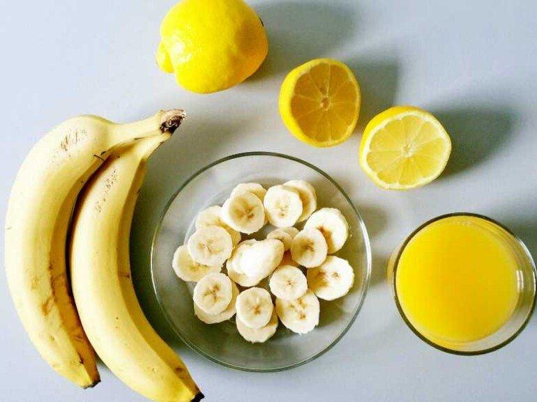 Маска-минутка для свежести кожи: мед, лимон и молоко