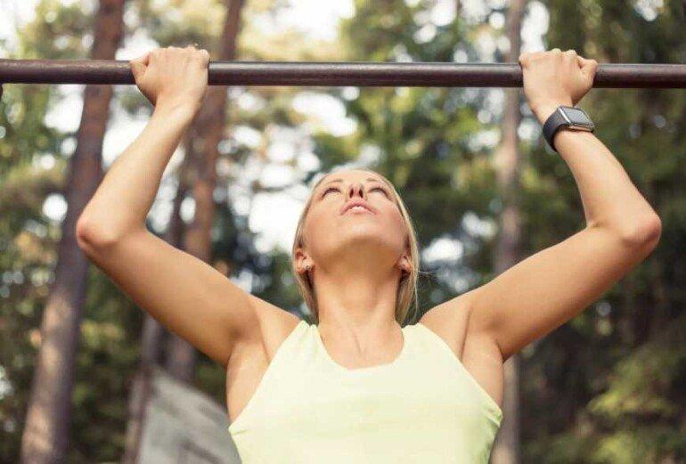 5 упражнений для красивых рук и плеч: больше не стыдно надеть открытое платье