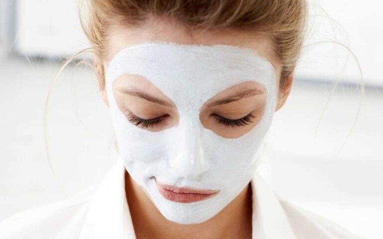 Маска для лица из белого угля: экспресс-средство для жирной кожи