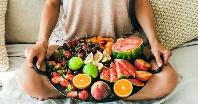 Кому стоит есть фрукты только по утрам, чтобы не потолстеть