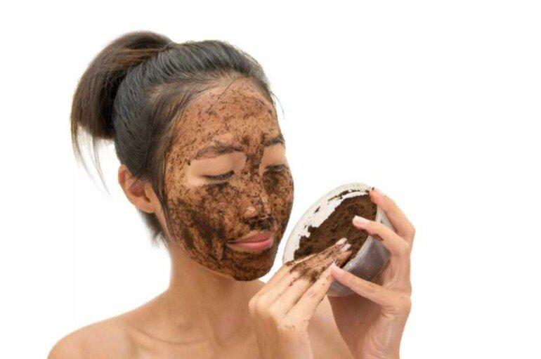 Маска-скраб из кофейной гущи для кожи лица и тела