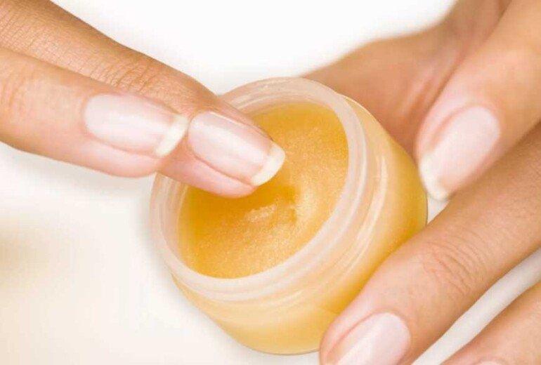 Маска для восстановления сухой кожи на основе обычного вазелина