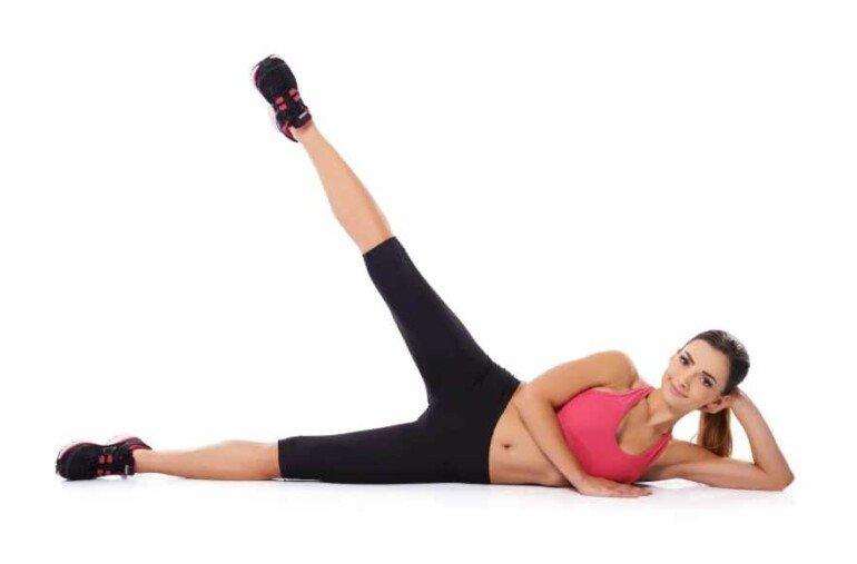 Простая гимнастика для пресса: как сделать плоский живот, не выходя из дома