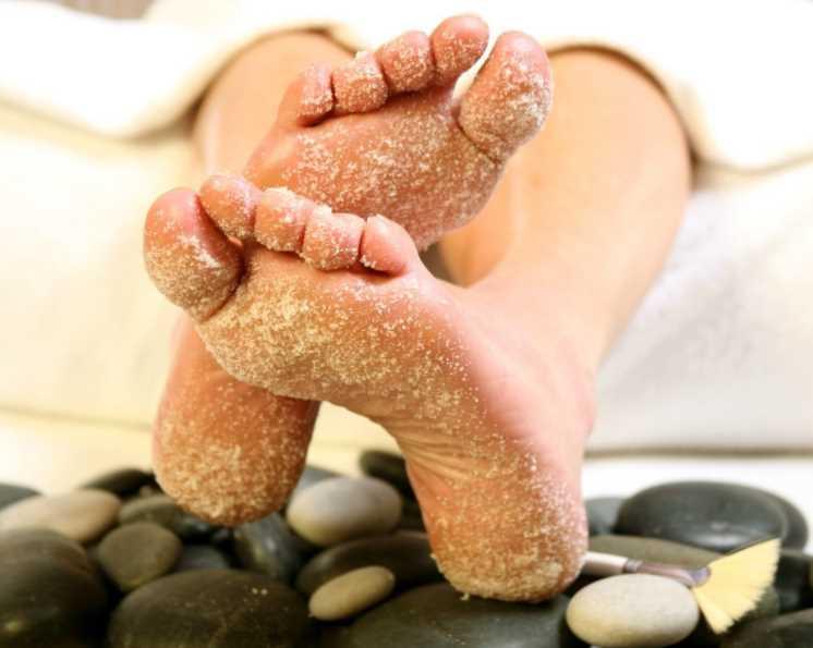 Эффективное народное средство, позволяющее смягчить кожу пяток