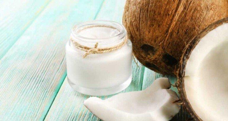 Делаем натуральный скраб для губ на основе кокосового масла