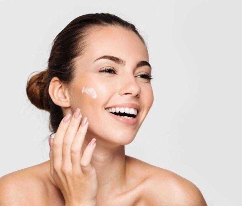 7 ошибок, которые делает каждая женщина при нанесении крема на лицо